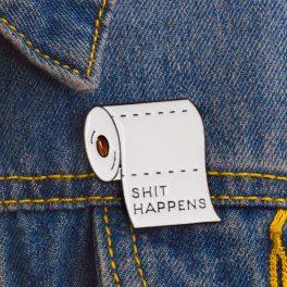 """Pin's Papier toilette """"Shit Happen"""""""