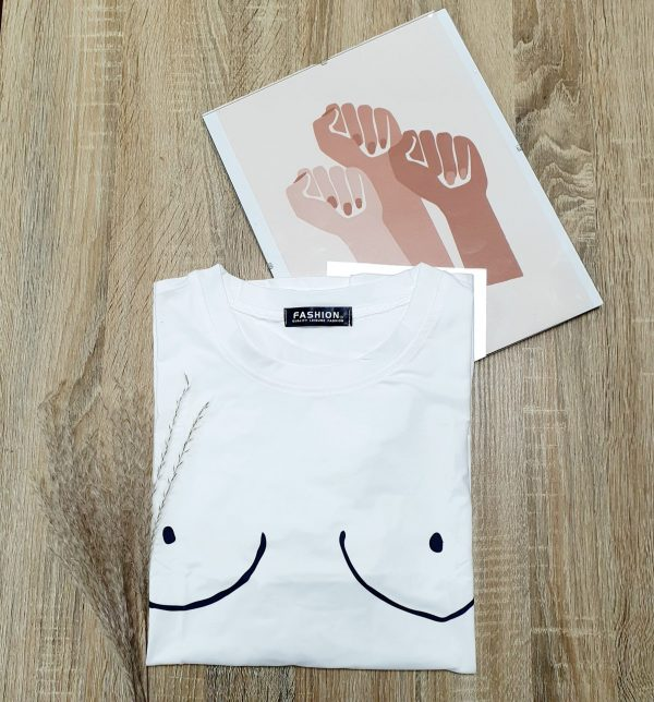 Tee-shirt boobs